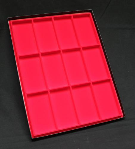 160FTA 12 (Red) Display Cases - présentoir pour médailles en rouge. Ce modèle est disponible avec couvercle - EN STOCK
