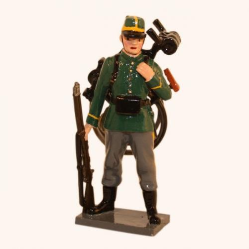 827 - Belgian 1st Carabinier Regiment Standing with folded bike on back (WW1) - EN STOCK