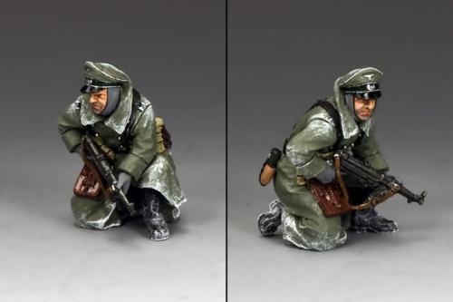 BBG081 - Kneeling Officer with MP40