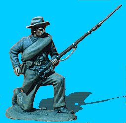 C31 - Kneeling with bedroll - Reaching for cart. 54mm Confederate infantry (unpainted kit) - EN STOCK