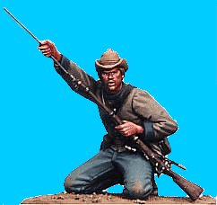 C39 - Confederate infantry on knees ramming charge. 54mm Confederate infantry (unpainted kit) -EN STOCK