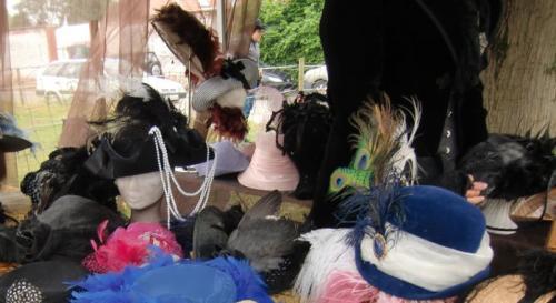 Chièvres 2016 - American Market - Stand de Mandragora, que de belles coiffes