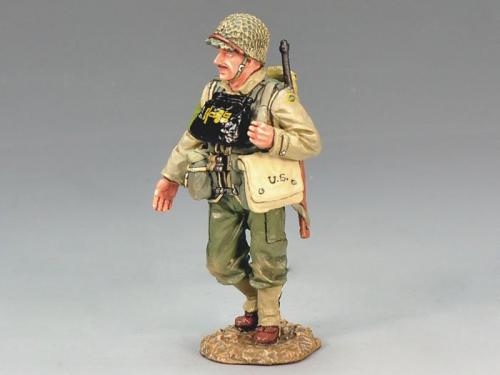 DD134 - US Marching Officer with Carbine
