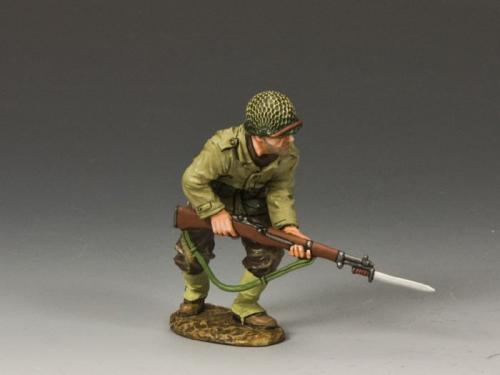 DD185 - US Advancing with Rifle Bayonet