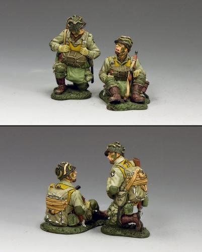 DD266-2 - US Kneeling  Sitting Paratroopers (101)