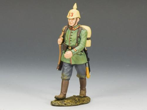 FW110 - German Marching Rifleman with Helmet