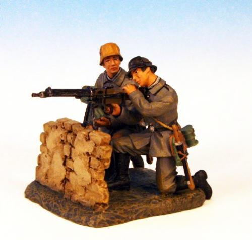 GST.3 - Maxim MG 08 crew firing, over wall, 2 German figures