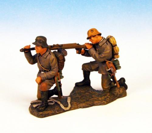 GST.7 - Anti Tank Rifle crew firing, 2 German figures