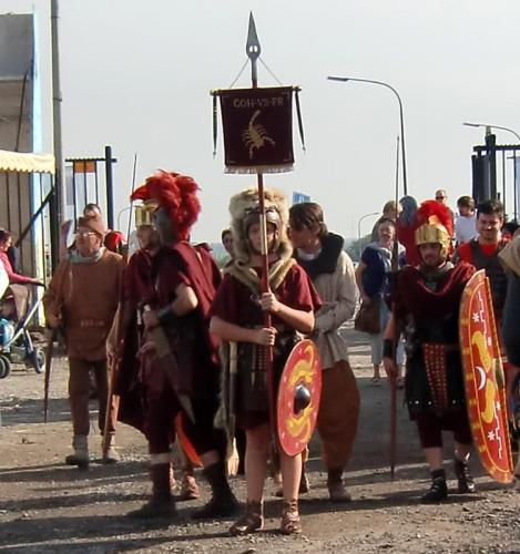 Gouy-lez-Piéton 2014 - Arrivée des romains dans le camp