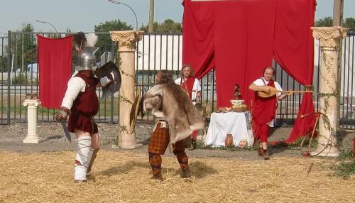 Gouy-lez-Piéton 2014 - Combats gladiateur contre gaulois