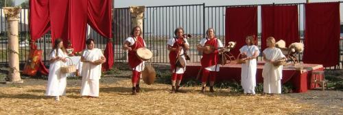 Gouy-lez-Piéton 2014 - Dionisiacorum - Musiciens et danseuses