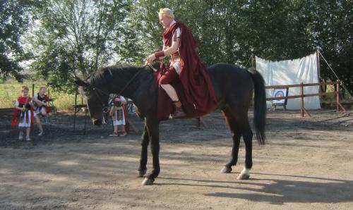 Gouy-lez-Piéton 2014 - Empereur Auguste à cheval