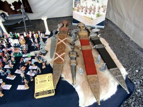Gouy-lez-Piéton 2014 - Stand du Royaume du Soldat - les glaives DENIX