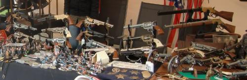 Havré 2014 - Stand du Royaume du Soldat - vue générale sur les revolvers et carabines DENIX