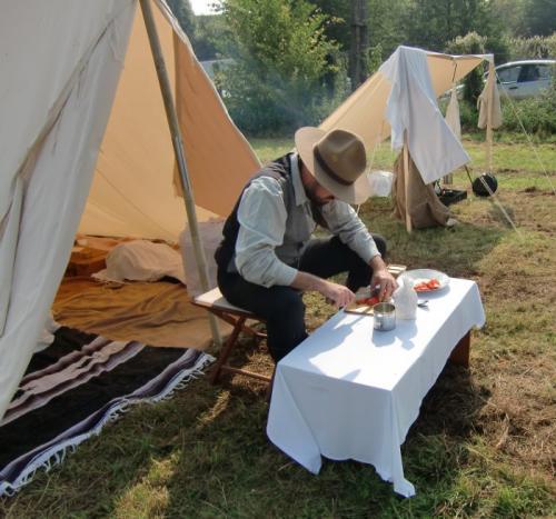 Havré 2017 - campement N°15 Charles-François prépare le dîner