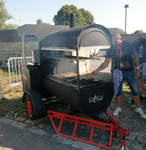 Havré 2018 - Le BBQ-locomotive de l'ASBL Cancer 7000, Chooo..... Chooo, cà grille