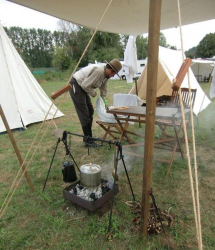 Havré 2019 - Camp ... Charles-François prépare la soupe de midi
