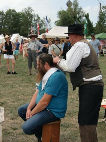 Havré 2019 - le coiffeur et le coiffé