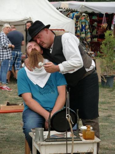 Havré 2019 - le coiffeur et le coiffé ... ou le barbier d'Havré