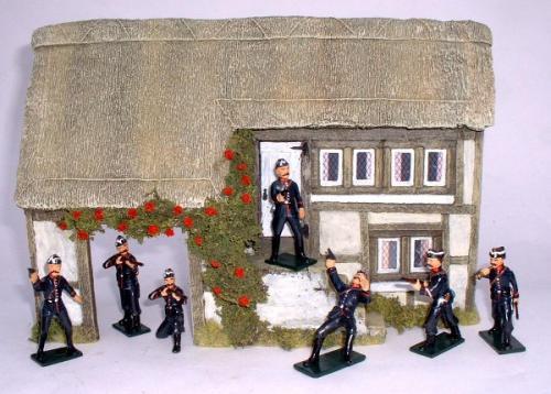 JG Miniatures - C04 - Thatched farm 1-32 avec gendarmes belges (14-18) de JLD Miniatures