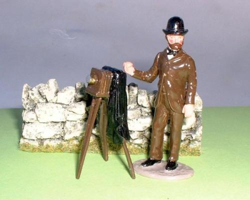 JG Miniatures - C08b - 3 straight dry stone wall  avec un photographe au 1-32ème de Tradition of London