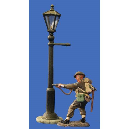 JG Miniatures - C18 - Gas lamp witk a KC soldiers