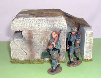 JG Miniatures - M53 - German pillbox - diorama avec figurines King and Country au 1-30ème