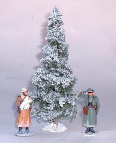 JG Miniatures - S05a - Small Winter Fir (sapin enneigé) - diorama avec figurines King and Country au 1-30ème