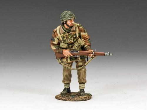 MG037(P) - Advancing with Rifle