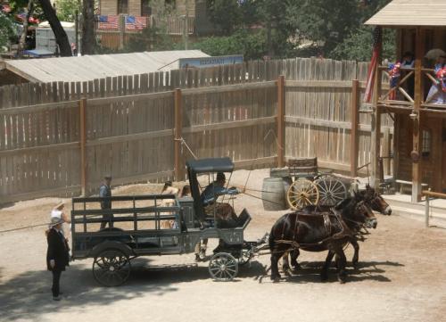 OK Corral - défilé - charrette