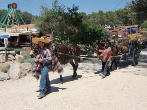 OK Corral - parade en rue charrette marchandises mexicaine
