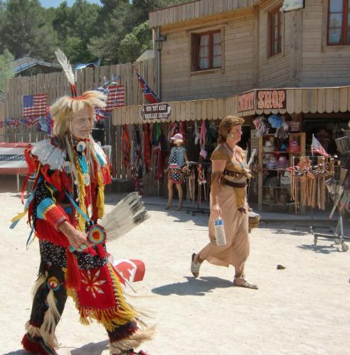 OK Corral - parade en rue indiens à pied