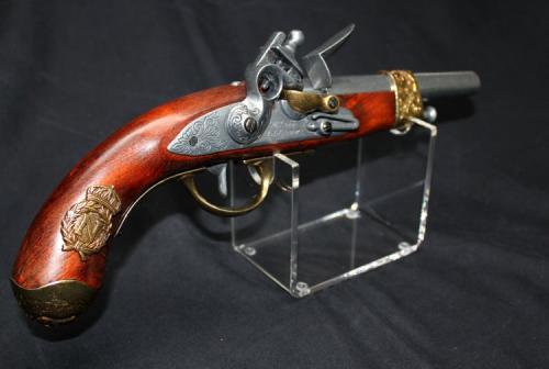 RDS5 - Pistol Stand - présentoir pour armes de poing avec un pitolet napoléonien manufacturé par Gribeauval, 1806 - Fabrication DENIX