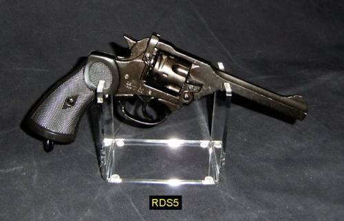 RDS5 -Pistol Stand - présentoir pour armes de poing avec un Mk 4 revolver, designed by Webley, UK 1923 fabriqué par DENIX - EN STOCK