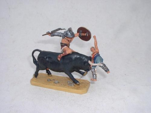 Roman Gladiator and bull - EN STOCK
