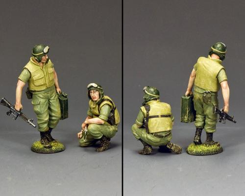 VN073 - Dismounted Armoured Crew (2 figurines)