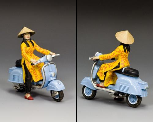 VN107 - The Baby Blue Vespa Girl - disponible fin août