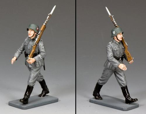 WS336 - Marching Waffen SS Man with Rifle